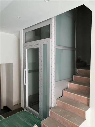 曳引钢带平台电梯