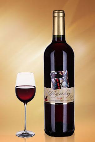 干红葡萄酒  云嘉龙西拉