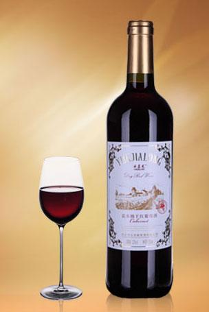 云嘉龙嘉本纳干红葡萄酒