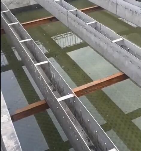 陕西华阴某污水厂更换80斜管填料安装放水效果