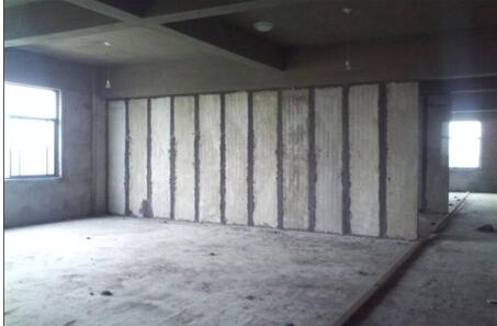为什么选择西安轻质隔墙板可以减轻节能建筑的负担