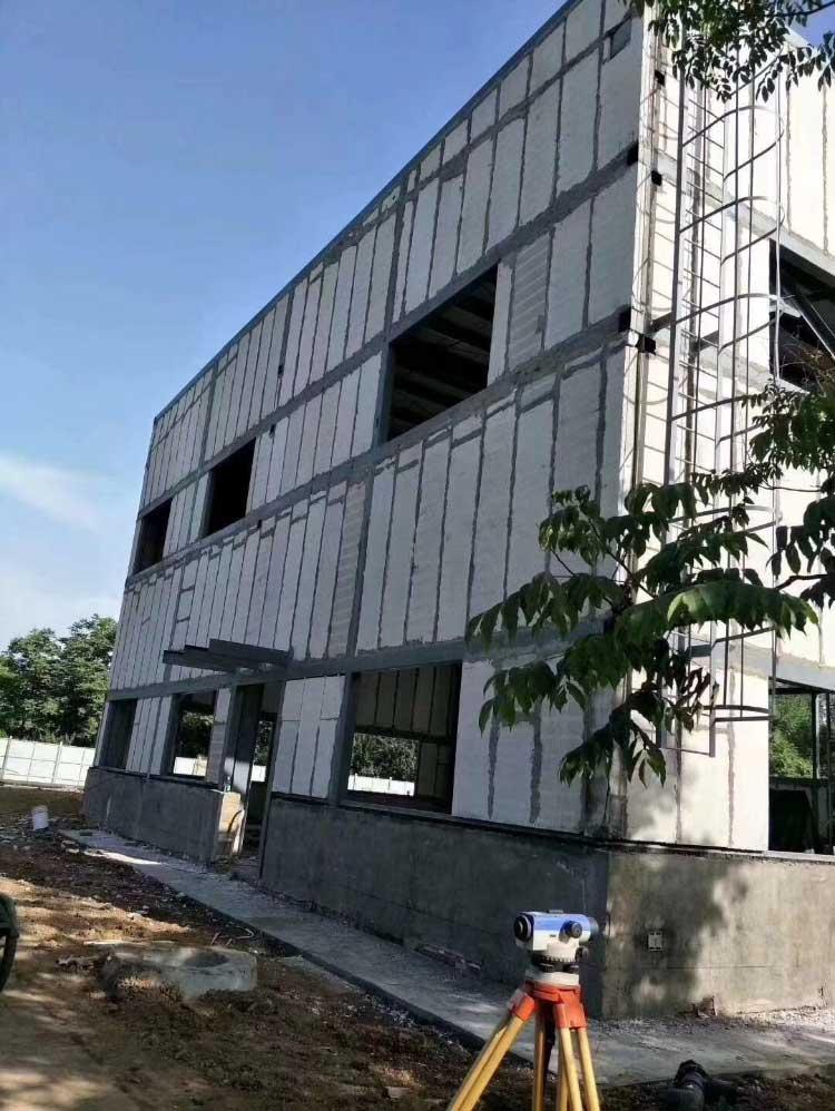 轻质隔墙板如何养护?西安盐东建材带您了解