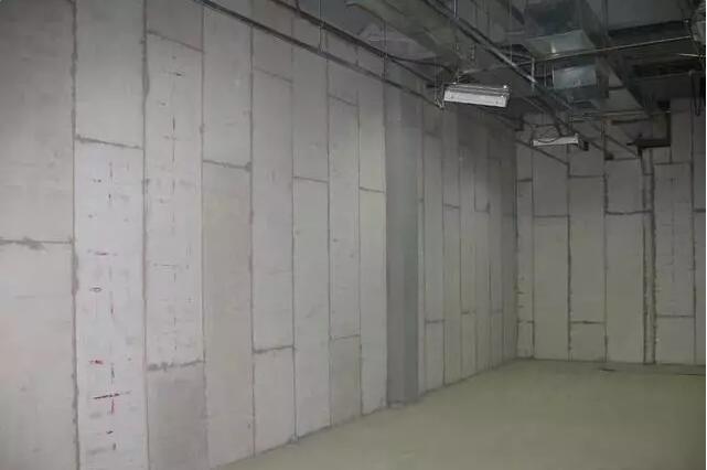 盐东建材向你讲解西安轻质隔墙板隔音效果比轻钢龙骨石膏板好?