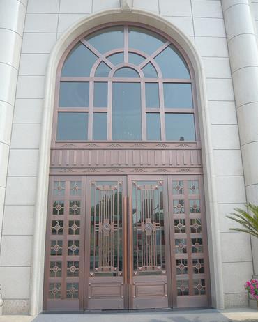 圆拱形玻璃铜门