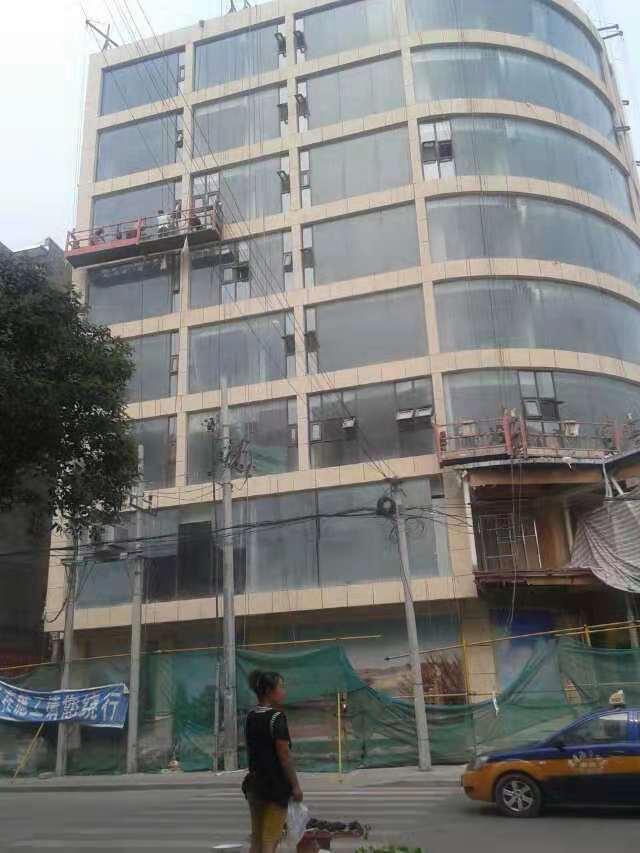 宝马酒店清洗外墙玻璃