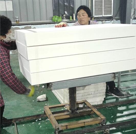 挤塑板厂家小编为大家总结了关于保温挤塑板安装过程中需要注意的地方
