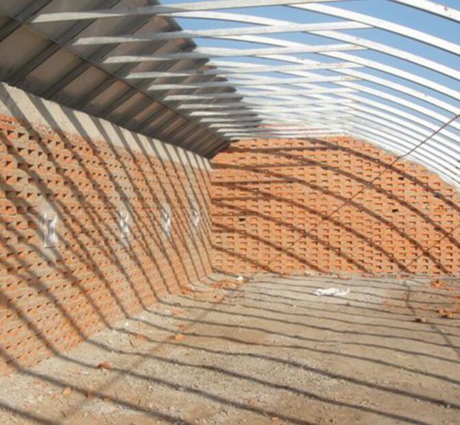 PC板温室搭建中需要注意的事项由郑州温室大棚为你分享