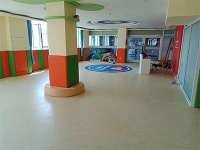 幼儿园塑胶地板图片展示