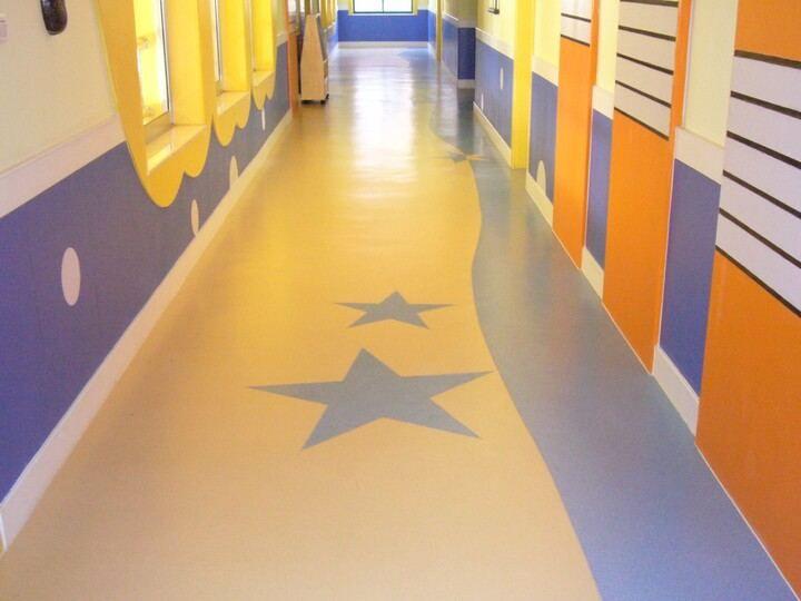 地面铺装PVC塑胶地板,不做自流平是否可行?