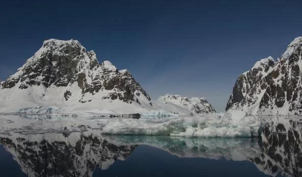 美国卫星拍下南极离奇一幕,众人纷纷称奇,人类重大发现