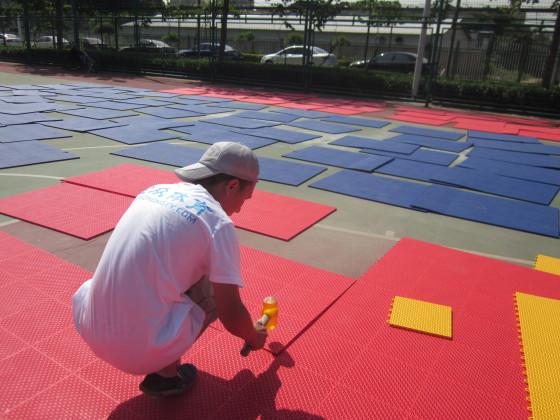 真立信建材邀您了解宁夏悬浮式拼装地板的材料和制作工艺,怎样选择合适的悬浮式拼装地板