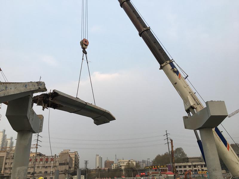 长乐路与万寿路十字人行天桥拆除吊车施工案例