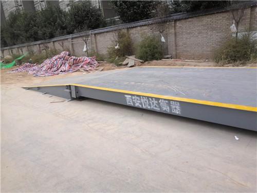 建筑工地安装的带钢制引坡100吨汽车衡