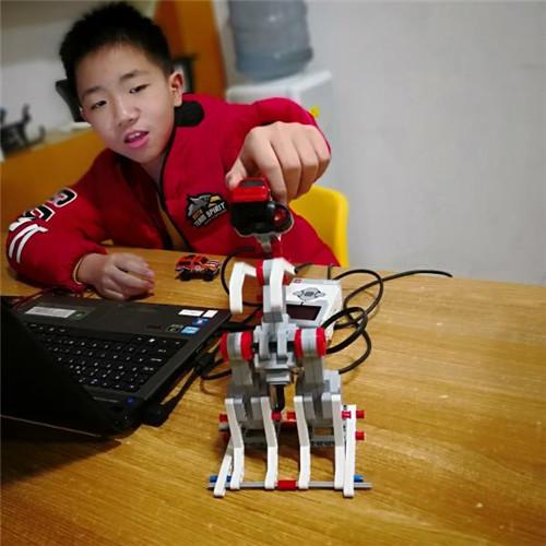 杨颜逍:10岁 西安理工大小学