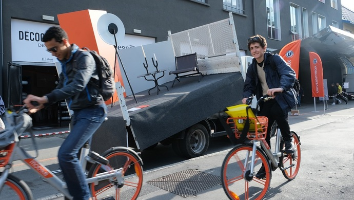 报废共享单车怎么办? 可变身家具和塑胶运动场