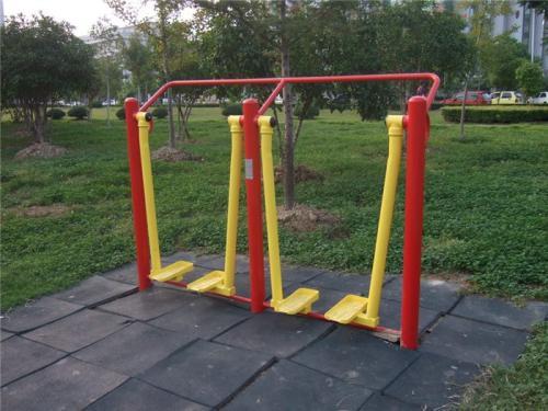 室外的亚博足球app下载体育健身器材的材质有哪些