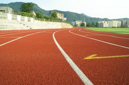 市面上这么多亚博足球app下载塑胶跑道类型,哪些跟适合学校使用呢?