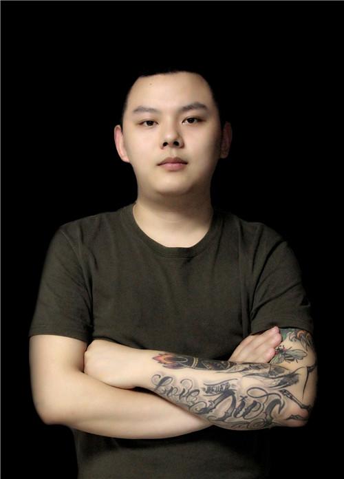 高级纹身师田浩