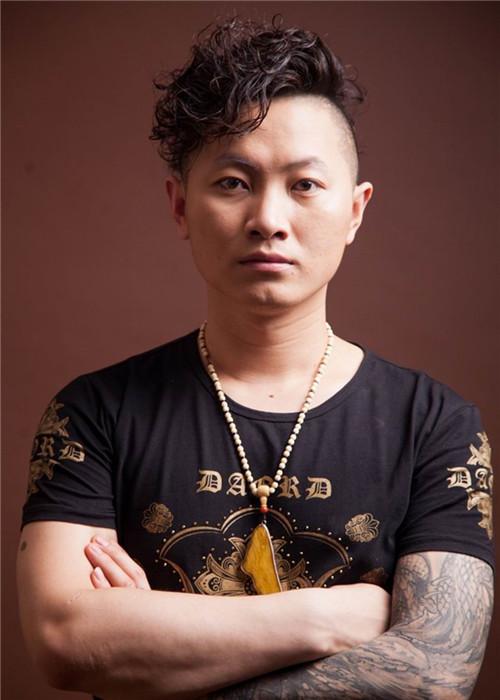 高级纹身师晓峰