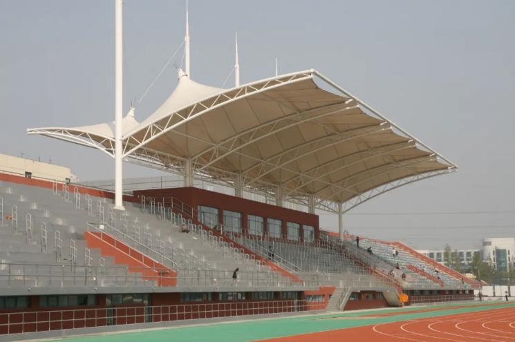 西安体育场看台膜结构设计工程--99%的学校的看台,都是采用膜结构工程