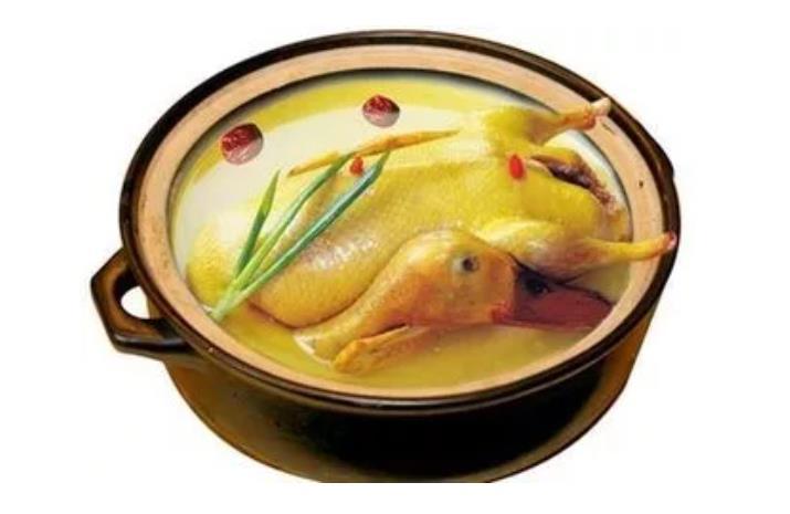 鸭子煲汤配什么好呢?老厨师们经常这么做!