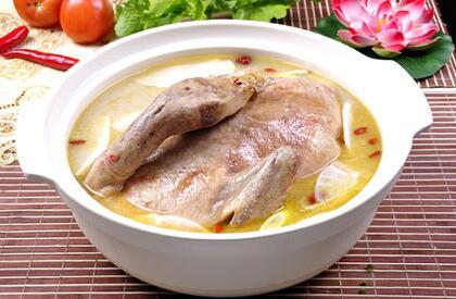 鸭汤用什么东西煲好吃又营养呢?