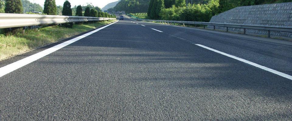 高速上有些路段噪音特别大,别担心:你可能遇到了四川微表处路段