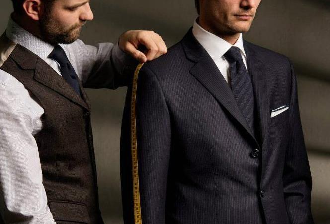 對於男士西服定做,當時要根據不同身形來定製適合的西服嘍