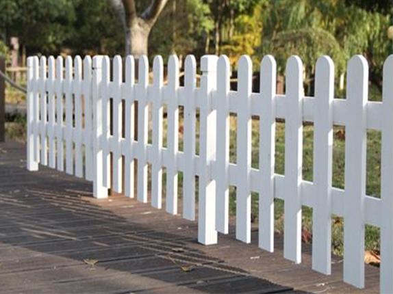 逸景雅森:防腐木围栏容易裂开怎么办?