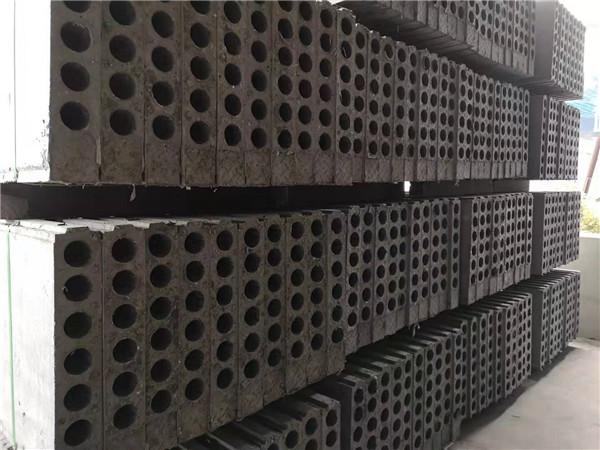 四川鸿羽瑞祥生产的轻质隔墙板和传统墙面的性能对比。