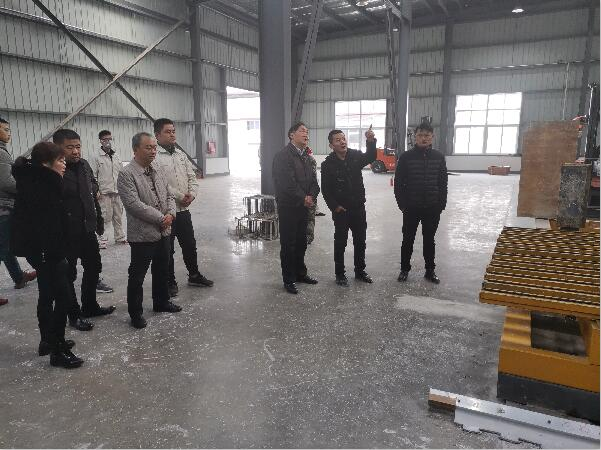 省经信厅黄灵总工一行到绵竹市调研磷石膏综合利用项目建设情况