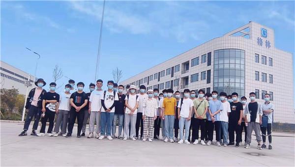 热烈欢迎河南科技学院师生到格林机械参观学习