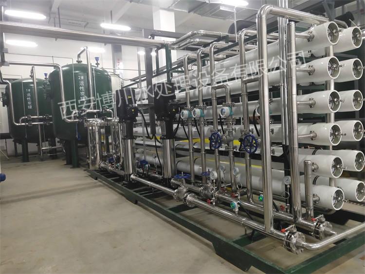 现场给户县某药厂安装30吨反渗透设备AB组