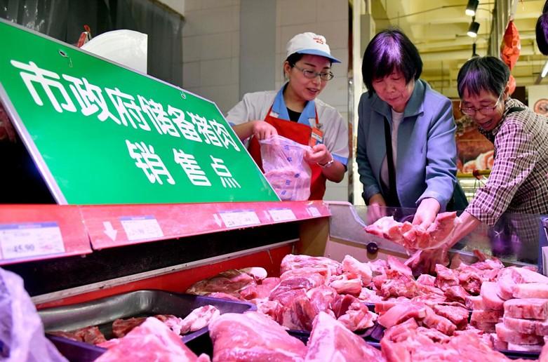 商务部:近期向武汉调拨2000吨中央储备冻猪肉 随时可投放