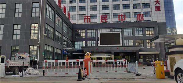 彬县市民中心:车牌识别系统和岗亭