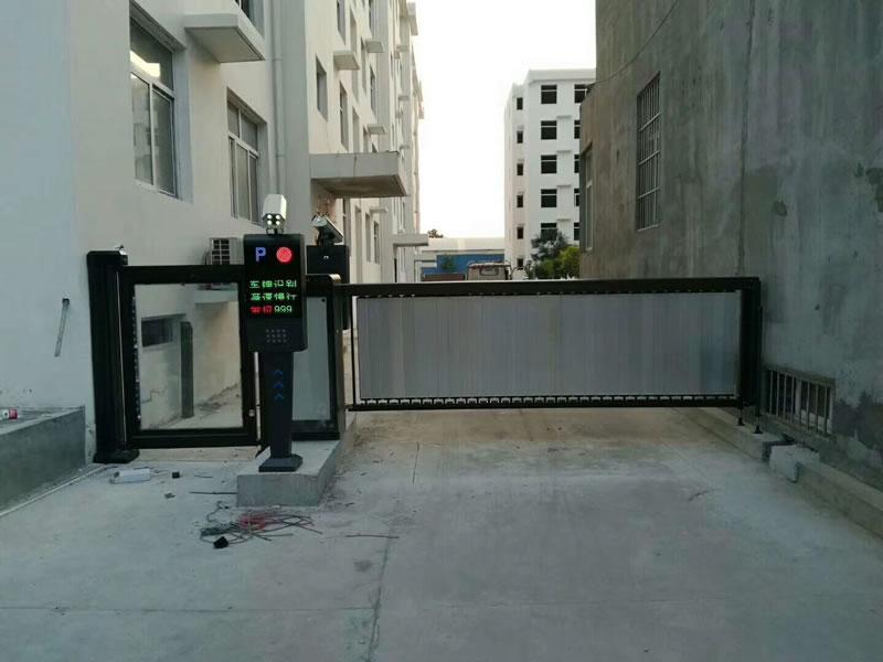 小区停车场入口使用智能停车系统