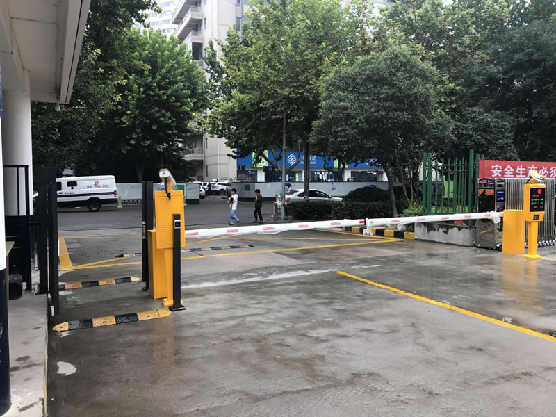 西安小区门口安装智能停车系统案例