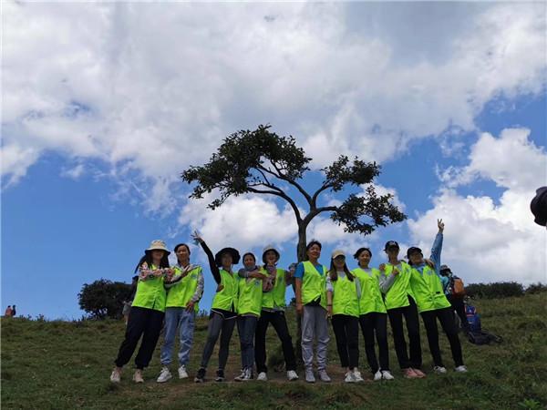 河马拓展联盟在闲暇之余带领全体员工参加保护秦岭公益活动