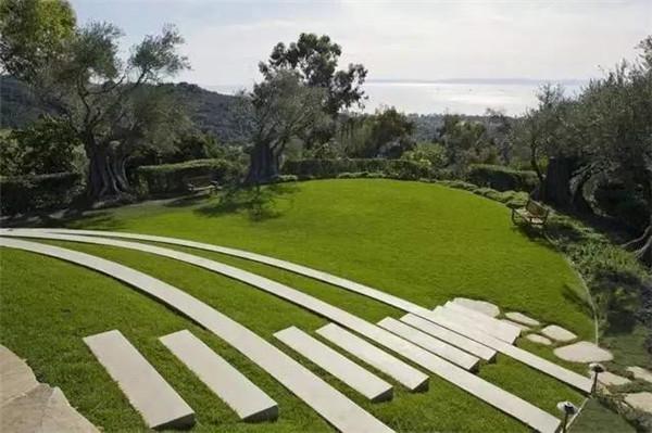 公园草坪上面使用混播草坪!