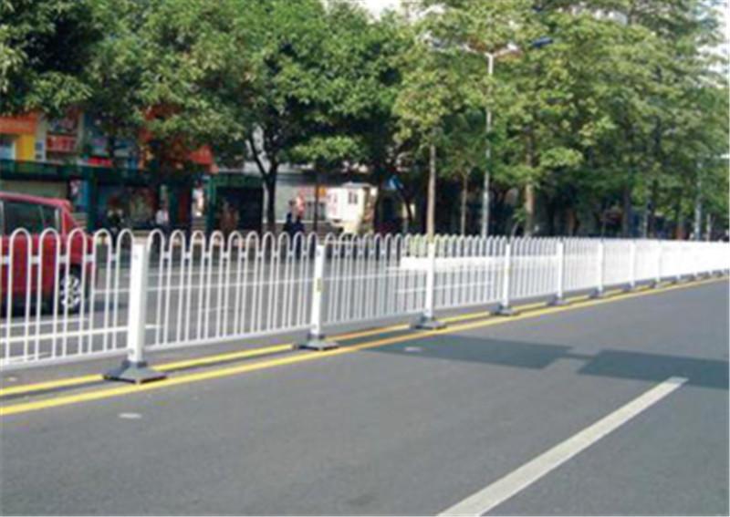 道路上常见的护栏您知道它的功能吗?看下面4点就知道了