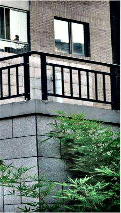 阳台防护栏安装