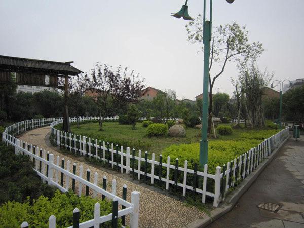 pvc草坪护栏围栏_绿化带围栏销售