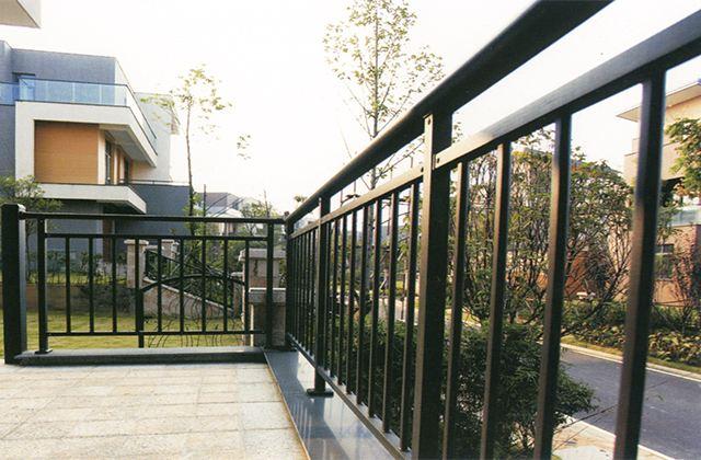 荆门中合护栏_玻璃阳台护栏锌钢阳台护栏厂家