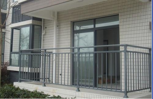 定做 锌钢阳台围栏楼梯扶手护栏