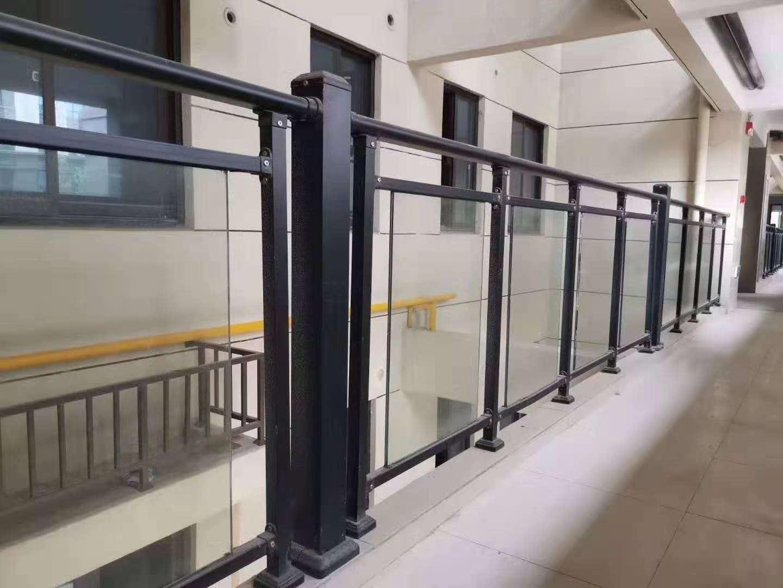 荆门玻璃阳台护栏定制销售批发