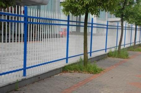 判断锌钢护栏的好坏,可以从制作这类护栏产品的工艺入手