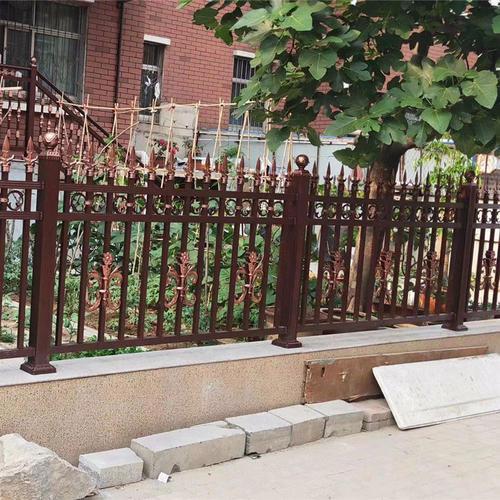 不管在阳台还是庭院我们看到的荆门铝艺护栏产品更多,这与产品质量相关联