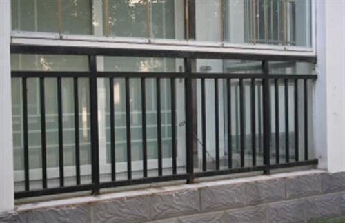 听听护栏厂家关于保养荆门阳台防护栏的那些建议