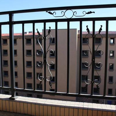 为什么要设置荆门阳台防护栏?它的具体设置要求是什么样的?