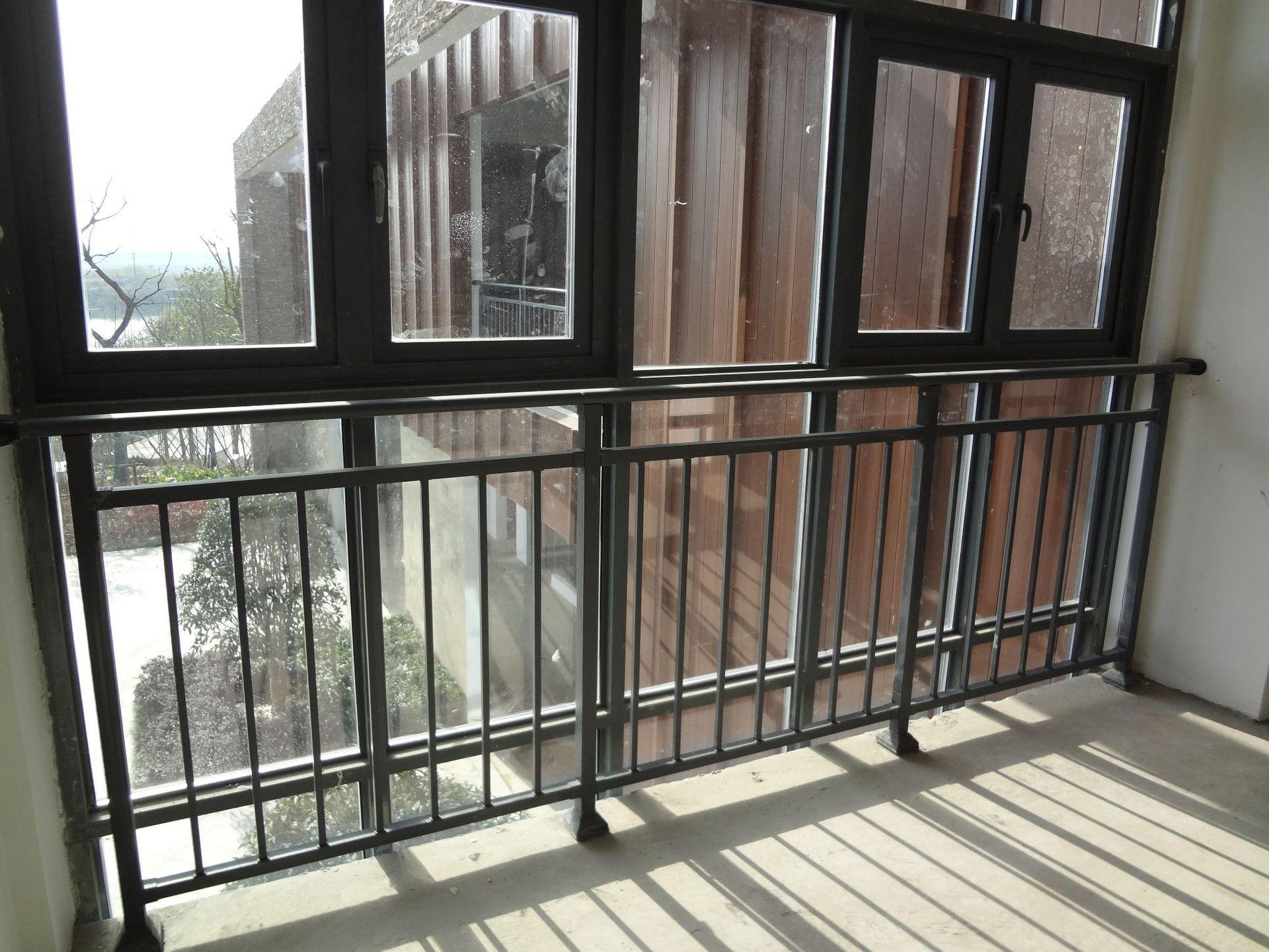 专业荆门护栏厂家告诉你安装荆门阳台防护栏的相关规范及要求